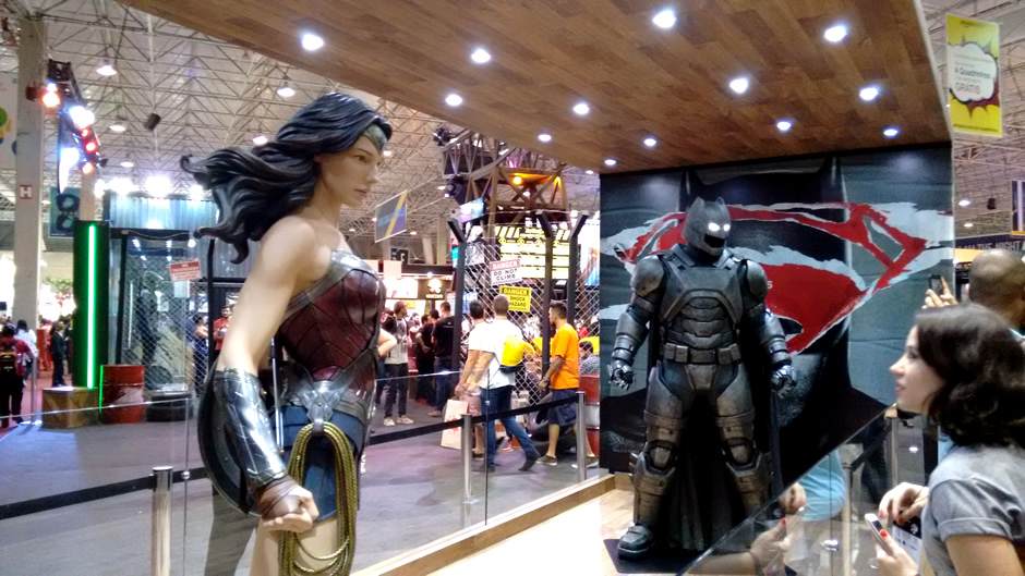 stand warner batman superman comic con experience zona nerd