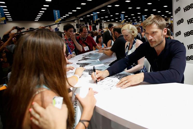 autografo celebridade comic con evento